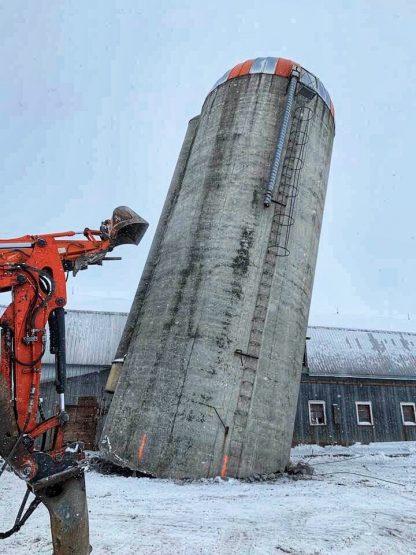 Groupe 132 | Démolition d'un silo à fourrage
